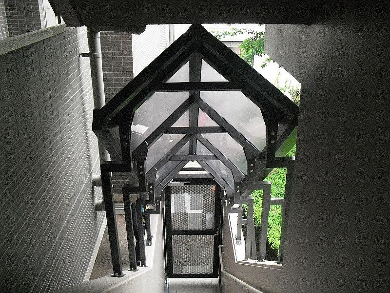 階段アルミ屋根ポリカ貼り